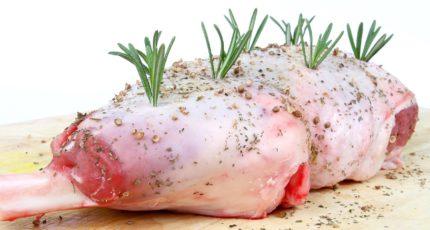 Ученые вырастили искусственное мясо на каркасе из травы